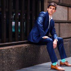 3 conseils pour porter des chaussettes originales avec un costume de travail