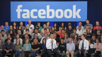 Marc Zuckerberg sort une chemise pour Obama